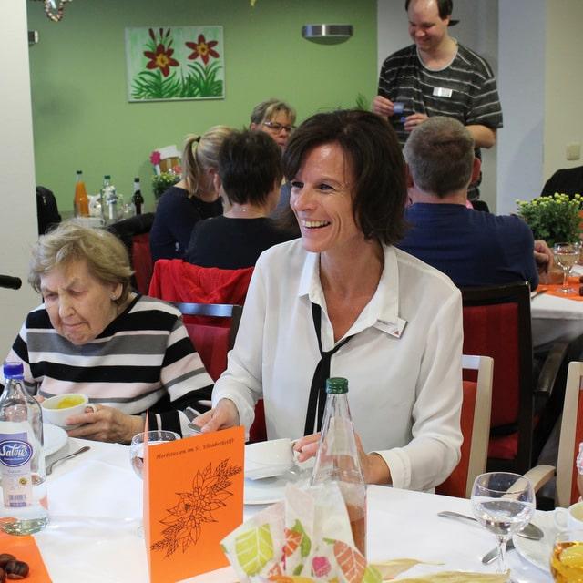 45 Angehörige und Bewohner freuten sich über ein leckeres Menü